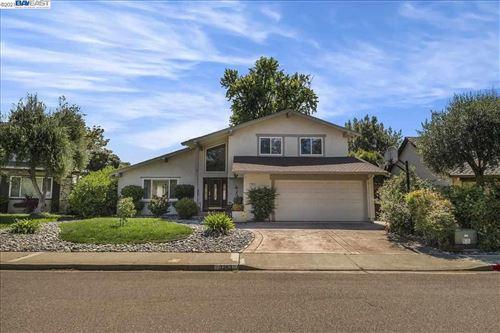 Photo of 3263 Runnymede Ct, PLEASANTON, CA 94588 (MLS # 40954676)