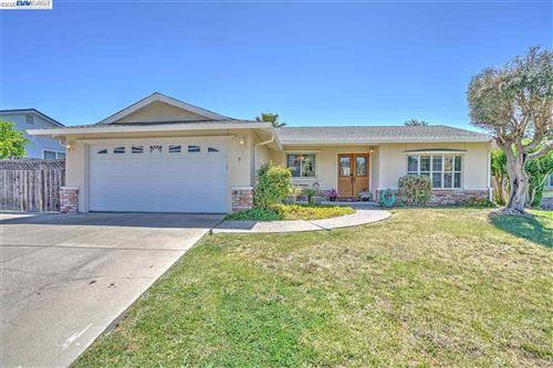 Photo of 7 Buena Vis, PITTSBURG, CA 94565 (MLS # 40906678)