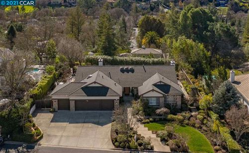 Photo of 2209 Ridgepointe Ct, WALNUT CREEK, CA 94596 (MLS # 40936679)