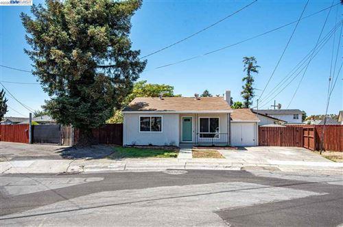 Photo of 19253 Medford Ct, HAYWARD, CA 94541 (MLS # 40915681)