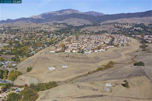 Photo of 41 Meadow Lake Dr, DANVILLE, CA 94506 (MLS # 40929688)