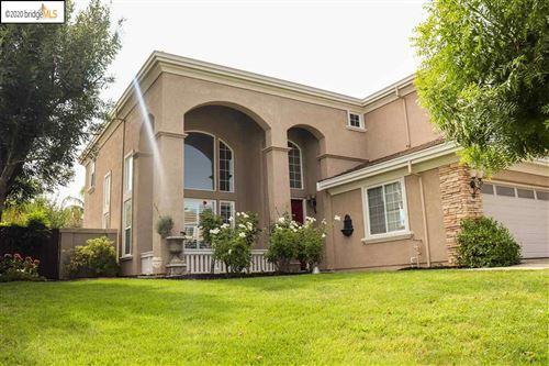 Photo of 952 Autumn Oak Cir, CONCORD, CA 94521 (MLS # 40921689)
