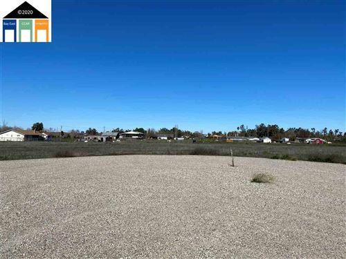 Photo of 250 S Sara Ct, LINDEN, CA 95236 (MLS # 40895699)