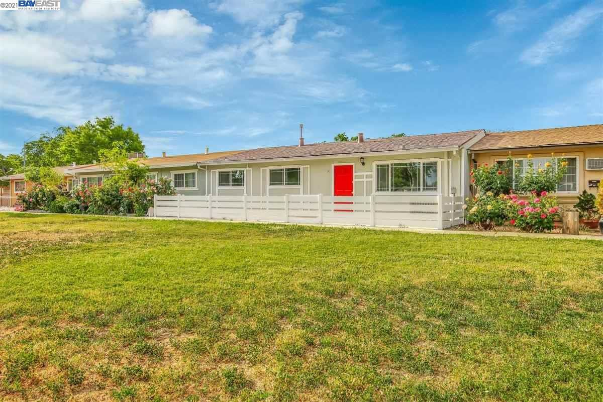 Photo of 261 Norma Ln, BRENTWOOD, CA 94513 (MLS # 40945700)