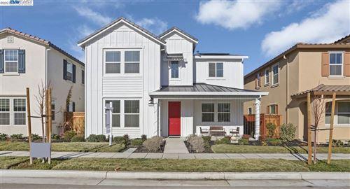 Photo of 243 E Bella Serata Ave, MOUNTAIN HOUSE, CA 95391 (MLS # 40933701)