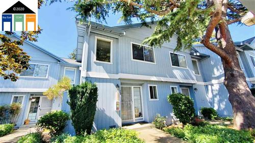 Photo of 20115 Redwood Rd #10, CASTRO VALLEY, CA 94546 (MLS # 40911705)