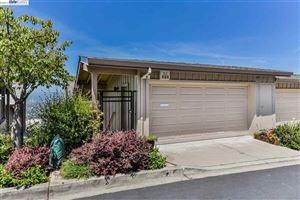Photo of 8 Starview Dr, OAKLAND, CA 94618 (MLS # 40874706)