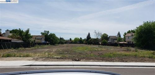 Photo of 302 W Mt. Diablo Ave, TRACY, CA 95376 (MLS # 40917708)