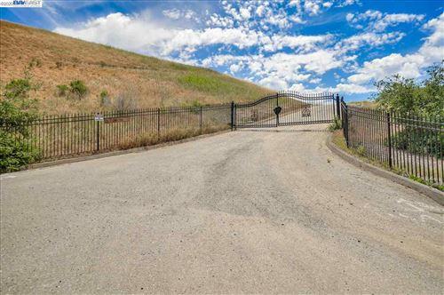 Photo of 25226 Palomares Road, CASTRO VALLEY, CA 94552 (MLS # 40906712)