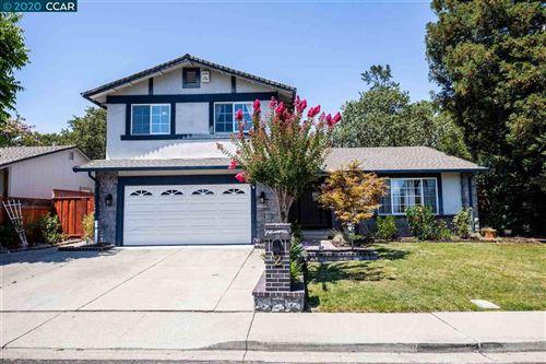 Photo of 2 Wildwood Pl, PLEASANT HILL, CA 94523 (MLS # 40912725)