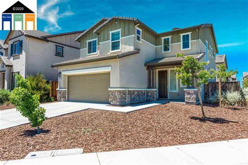Photo of 145 Willowrun Way, OAKLEY, CA 94561 (MLS # 40909731)