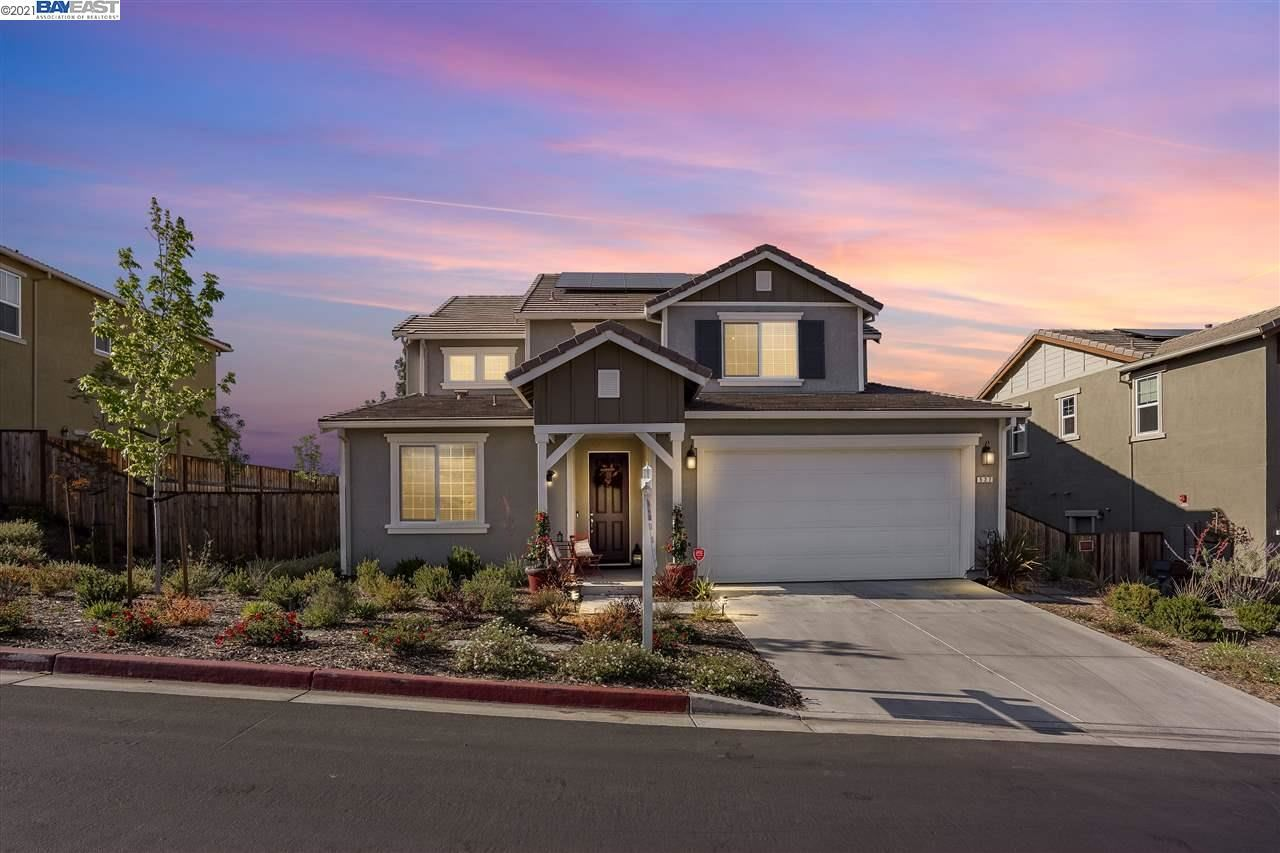 Photo of 527 Tananger Heights Ln, PLEASANT HILL, CA 94523 (MLS # 40948740)