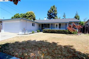 Photo of 30452 Prestwick Ave, HAYWARD, CA 94544 (MLS # 40829741)