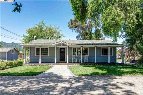 Photo of 924 E Mockingbird Ln, PLEASANTON, CA 94566 (MLS # 40909741)