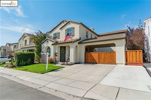 Photo of 245 Yellow Rose Cir, OAKLEY, CA 94561 (MLS # 40921743)