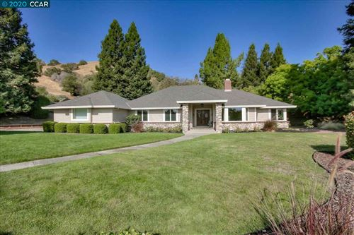Photo of 3220 Greenhills Drive, LAFAYETTE, CA 94549-2140 (MLS # 40922743)