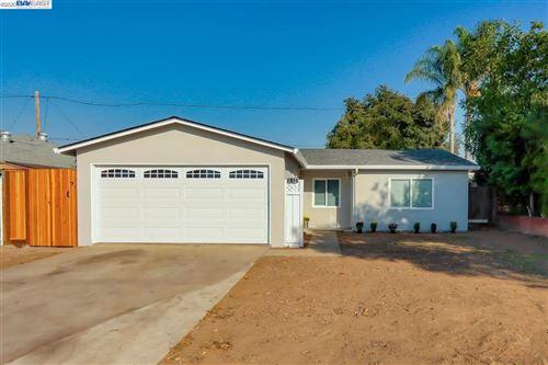 Photo of 3212 Meridian Ave, SAN JOSE, CA 95124 (MLS # 40927745)