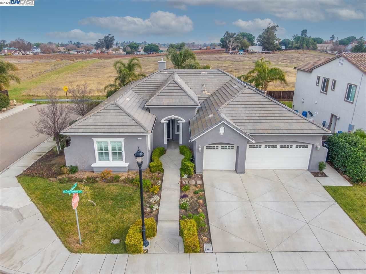 Photo of 57 Sunnyview Ct, OAKLEY, CA 94561 (MLS # 40943746)