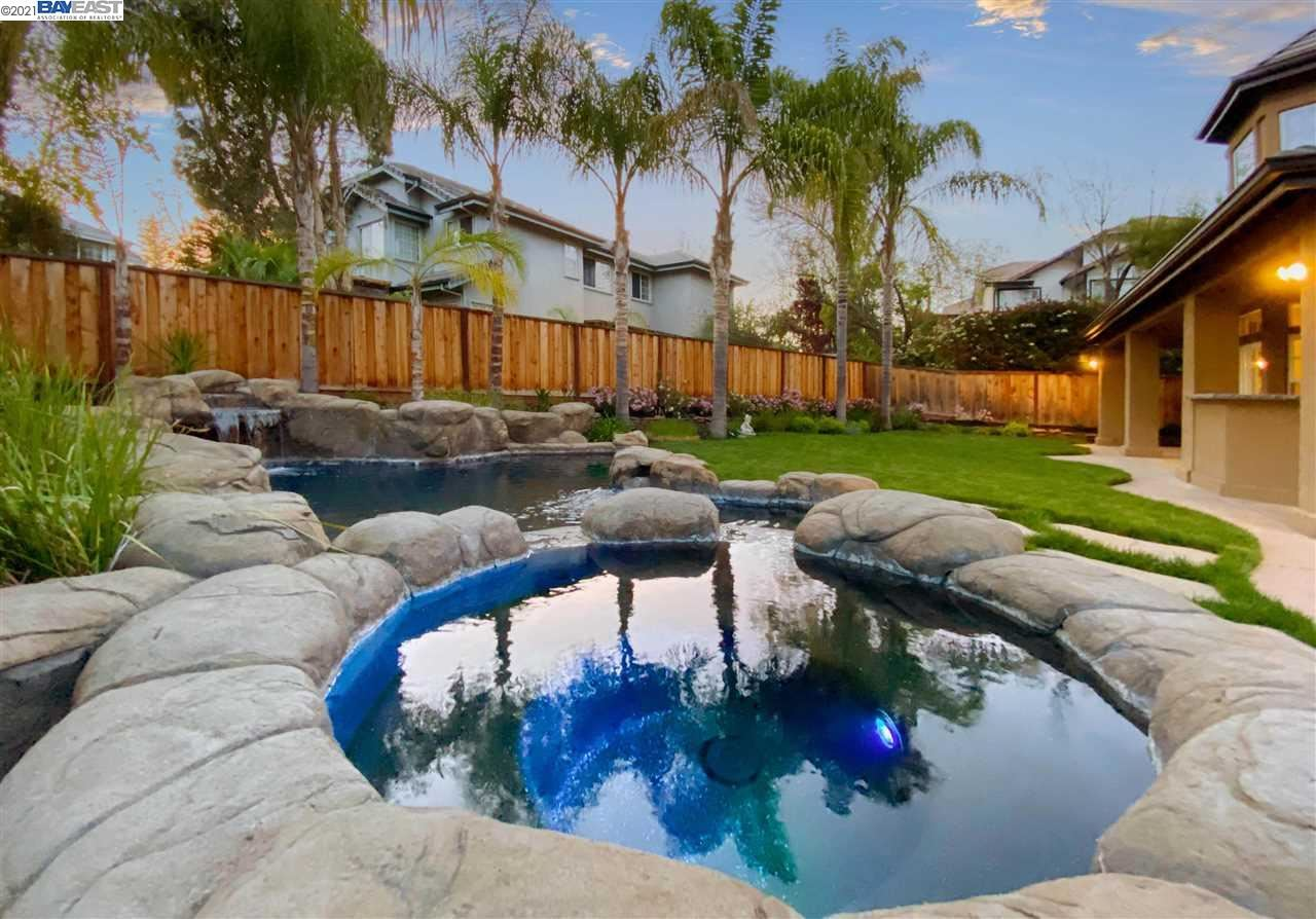 Photo of 955 Rutherford Cir, BRENTWOOD, CA 94513 (MLS # 40947748)