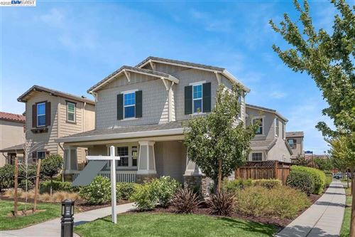 Photo of 949 S Rolfe Ln, MOUNTAIN HOUSE, CA 95391 (MLS # 40915752)