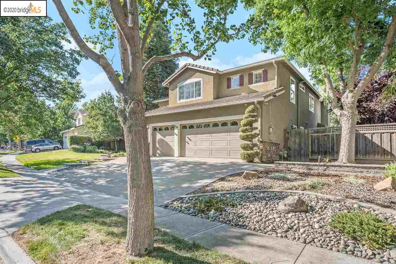 Photo of 819 Apple Hill Dr, BRENTWOOD, CA 94513 (MLS # 40911754)