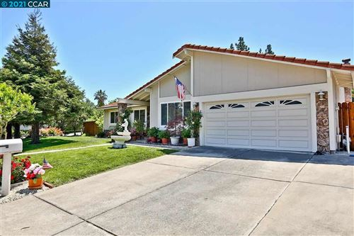 Photo of 31 Weatherly Dr, CLAYTON, CA 94517 (MLS # 40948766)