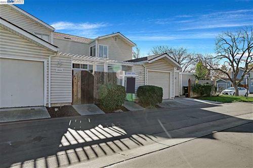 Photo of 1068 Glenn Cmn, LIVERMORE, CA 94551 (MLS # 40934773)