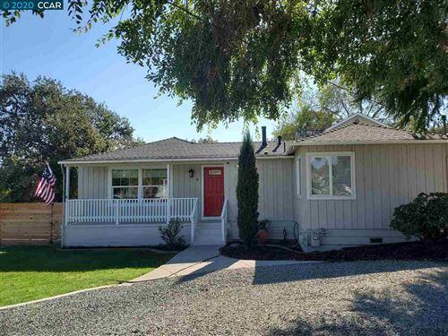 Photo of 4 Benita Way, MARTINEZ, CA 94553 (MLS # 40926777)