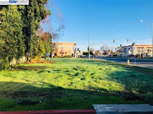 Photo of 31011 Union City Blvd, UNION CITY, CA 94587 (MLS # 40927777)