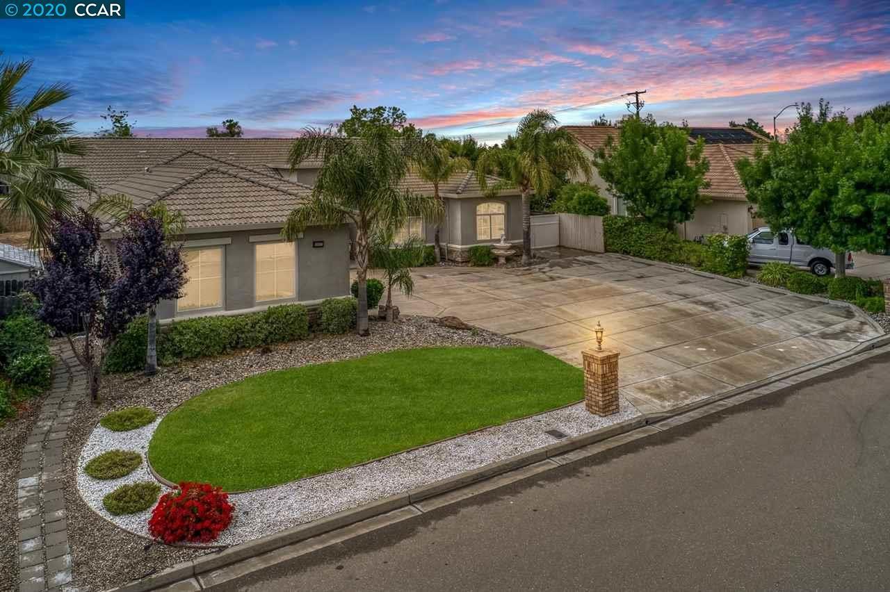 Photo of 2612 Sutter St, OAKLEY, CA 94561 (MLS # 40905780)