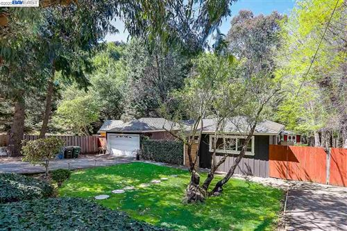 Photo of 5576 Crow Canyon Road, CASTRO VALLEY, CA 94552-2608 (MLS # 40899783)