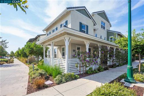 Photo of 428 Mosley Ave, ALAMEDA, CA 94501 (MLS # 40922785)