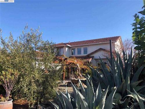 Photo of 5245 Cedar Ridge Way, ANTIOCH, CA 94531 (MLS # 40928791)