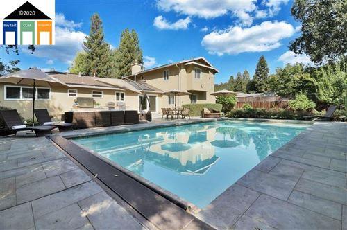 Photo of 5 Green Valley Court, DANVILLE, CA 94526 (MLS # 40921798)