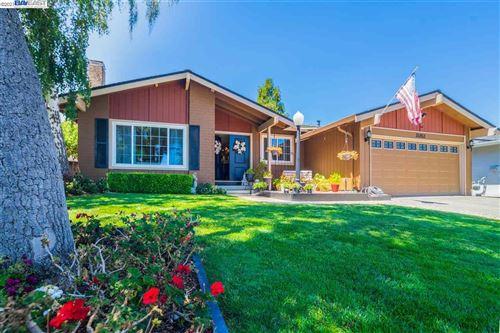 Photo of 35953 Ashton Pl, FREMONT, CA 94536 (MLS # 40954799)