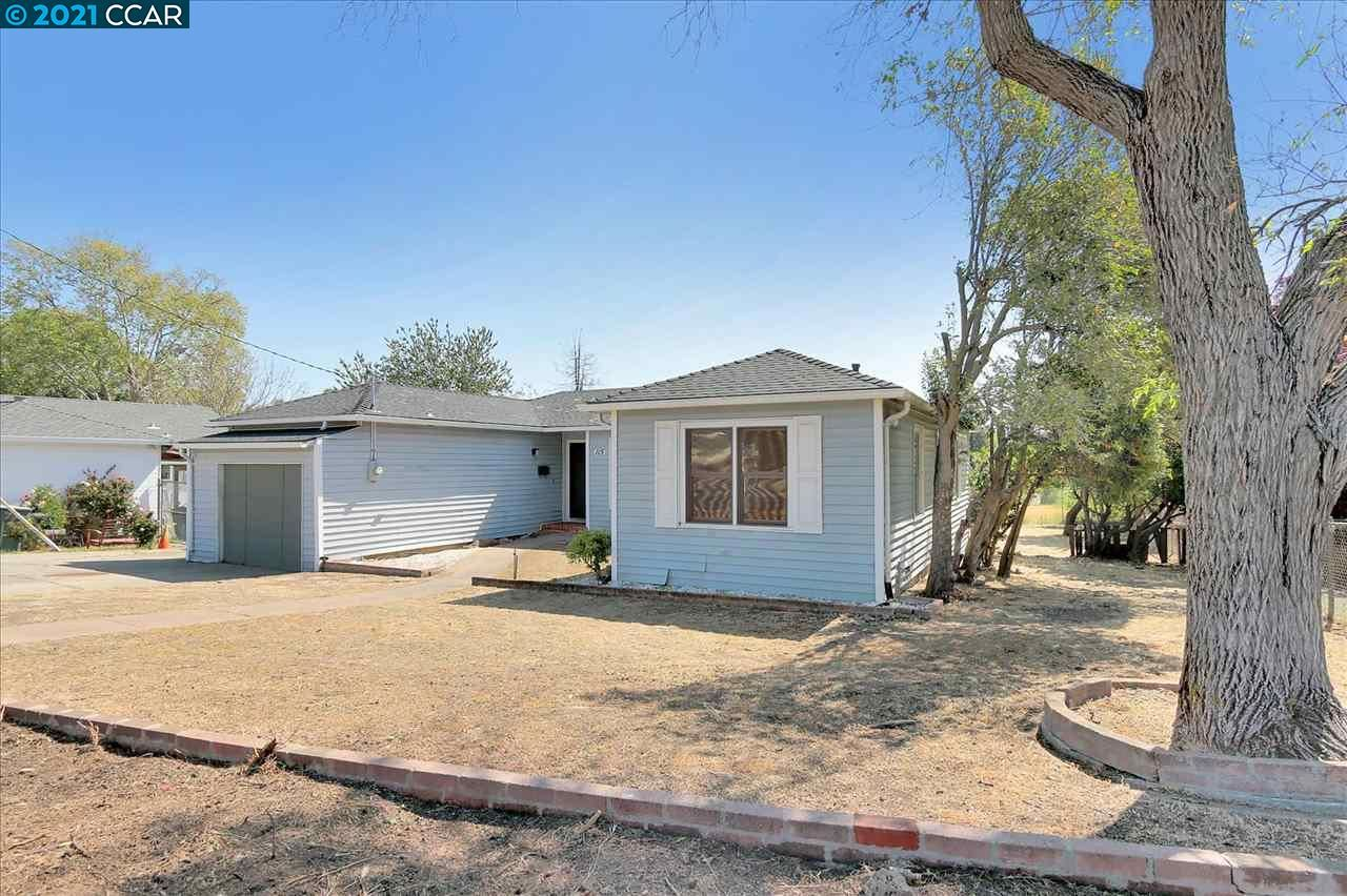 Photo of 115 Roslyn Dr, CONCORD, CA 94518 (MLS # 40945799)