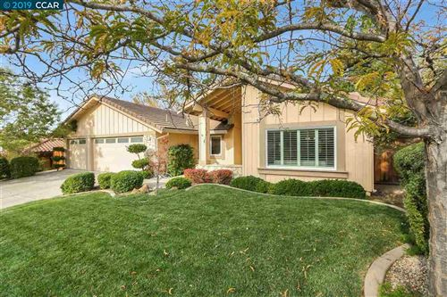 Photo of 305 Skyview Dr, PLEASANT HILL, CA 94523 (MLS # 40888804)