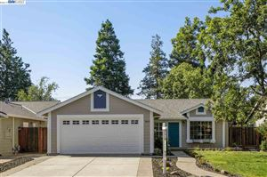 Photo of 3865 Silver Oaks Way, LIVERMORE, CA 94550 (MLS # 40870810)