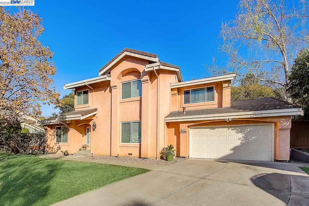 Photo for 24226 Rolling Ridge Ln, HAYWARD, CA 94541 (MLS # 40892812)