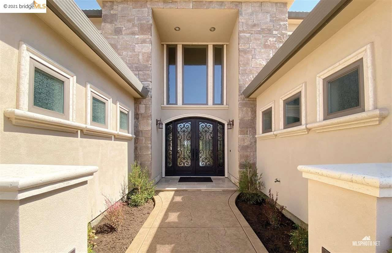 Photo of 5520 Edgeview Dr, DISCOVERY BAY, CA 94505 (MLS # 40958815)