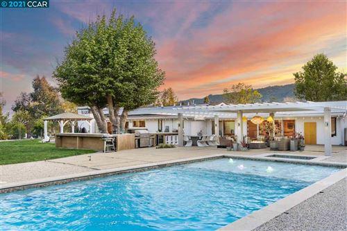 Photo of 910 El Pintado Rd, DANVILLE, CA 94526 (MLS # 40948816)