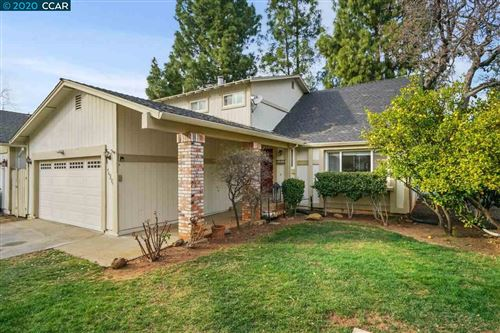 Photo of 596 Mt Dell Dr, CLAYTON, CA 94517 (MLS # 40904817)