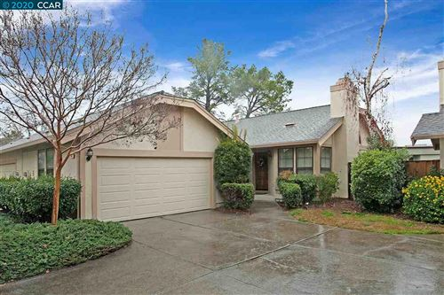 Photo of 949 Bridgecrossing Way, CONCORD, CA 94518 (MLS # 40892823)