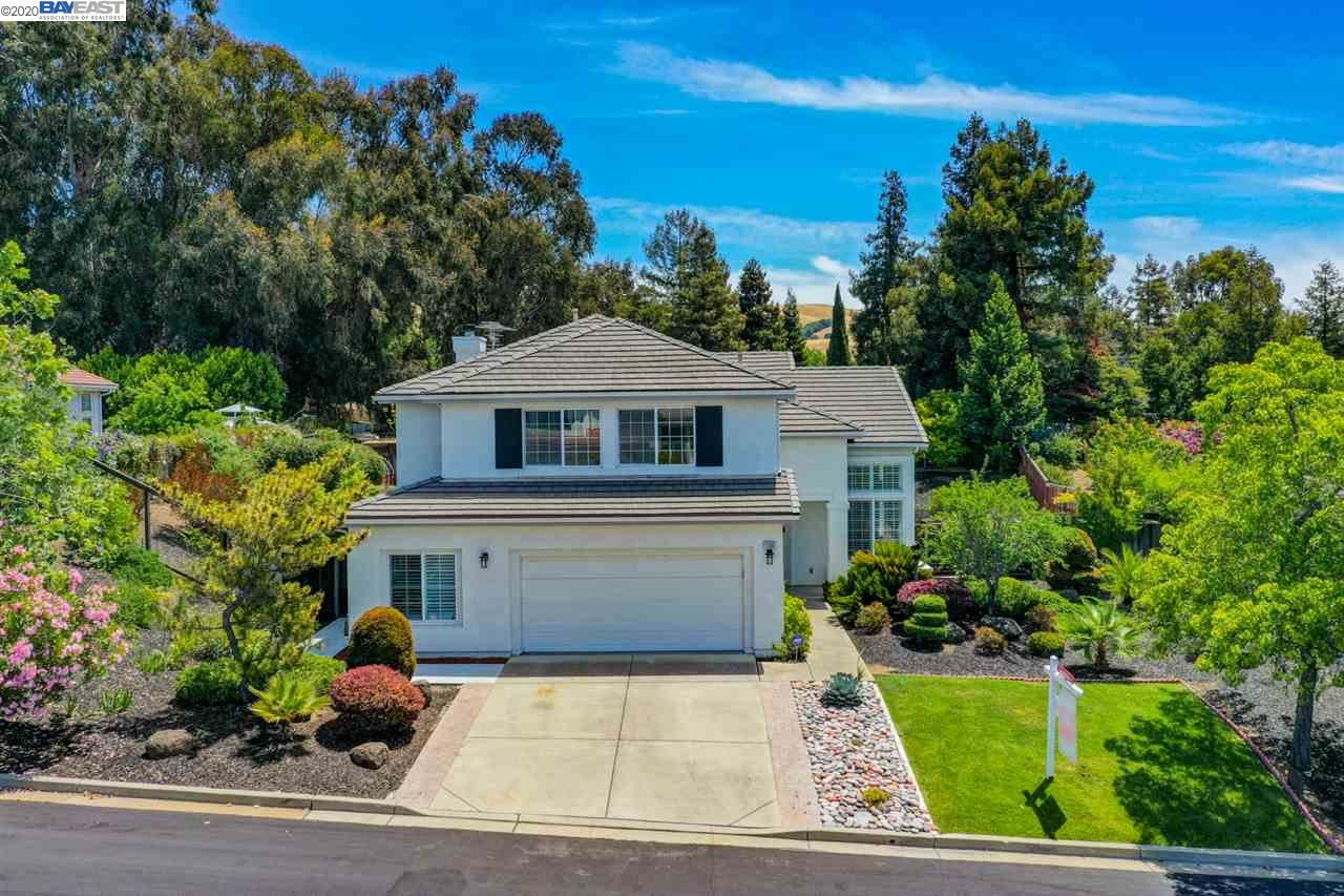Photo for 1109 Silver Maple Ln, HAYWARD, CA 94544 (MLS # 40906824)