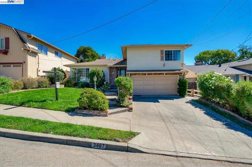 Photo of 3487 Arcadian Dr, CASTRO VALLEY, CA 94546 (MLS # 40922832)