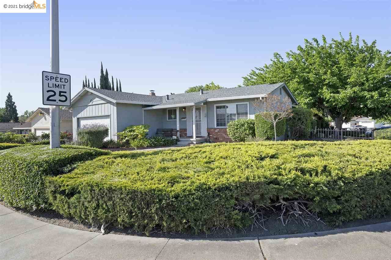 Photo of 1229 Mission Dr, ANTIOCH, CA 94509 (MLS # 40948833)