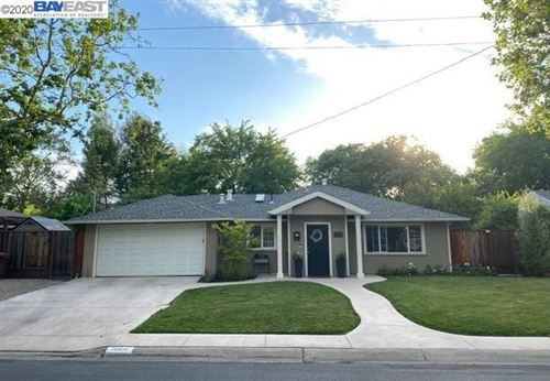 Photo of 1984 Maybelle Dr, PLEASANT HILL, CA 94523 (MLS # 40906840)