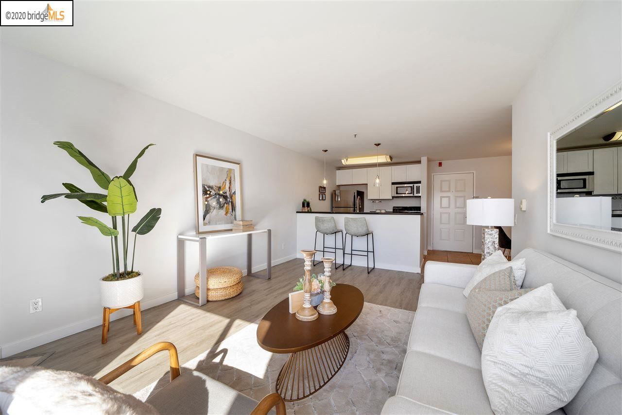 Photo for 6400 Christie Ave #4409, EMERYVILLE, CA 94608 (MLS # 40925840)