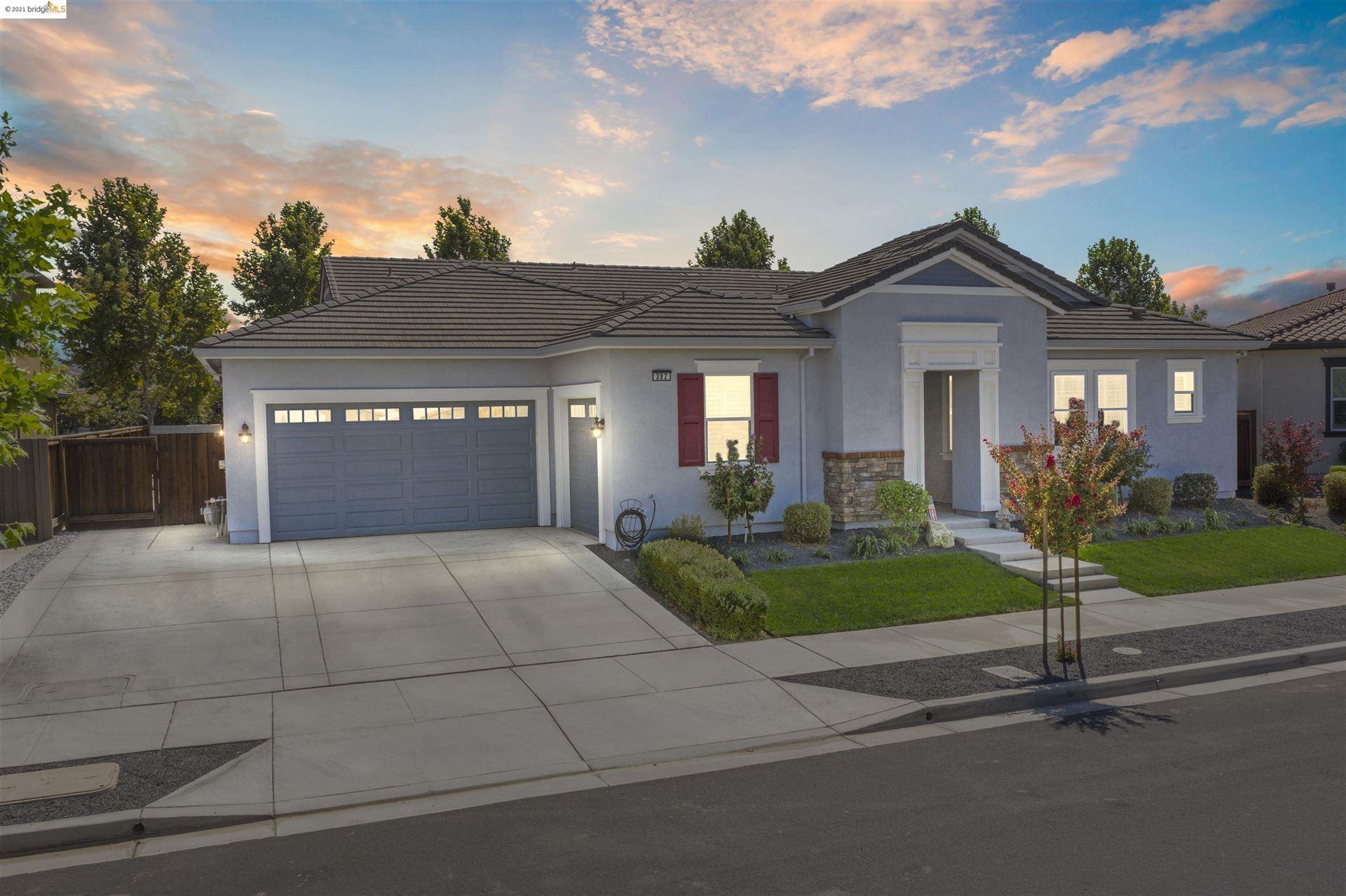 Photo of 382 Stonington Court, BRENTWOOD, CA 94513-2421 (MLS # 40964847)
