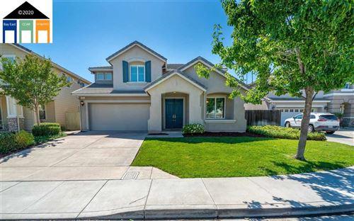 Photo of 51 Sandhill Crane Court, OAKLEY, CA 94561 (MLS # 40907849)